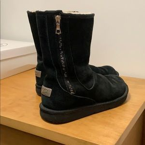 Rare Ugg with metal label /asymmetrical side zip.
